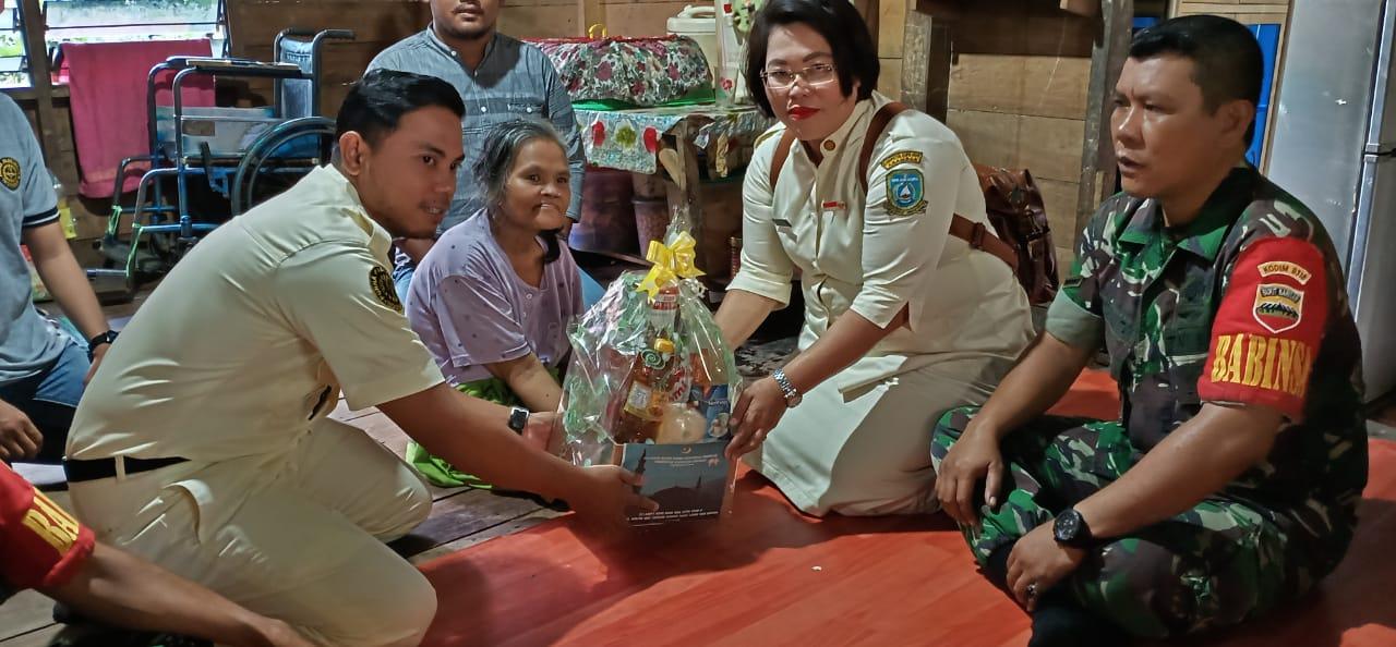 (kiri) Naharandi, S.Pi Ketua PPI, (kanan) Reni Zuzana Asmara Bukit, S. Pd. MPO Purna Paskibraka Indonesia (PPI) Kabupaten Kepulauan Anambas, Serda MH. Simanjuntak dan BABINSA, Sertu Pasmerdi. Tarempa,(2/6/2019).